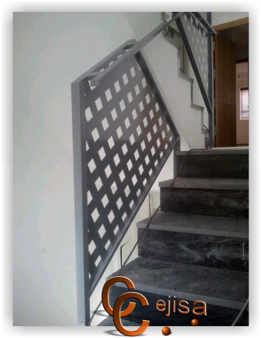 Barandilla modelo chapa perforada montada en escalera de interior - Barandilla escalera interior ...