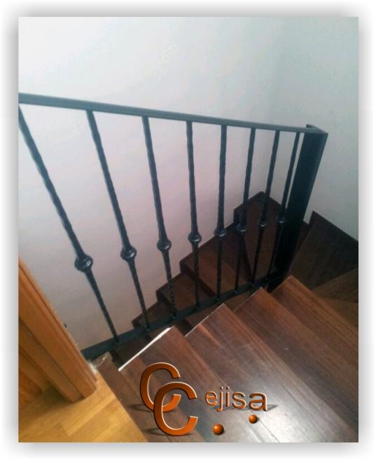 Barandilla para escalera de interior con balaustres for Escaleras de interior precios