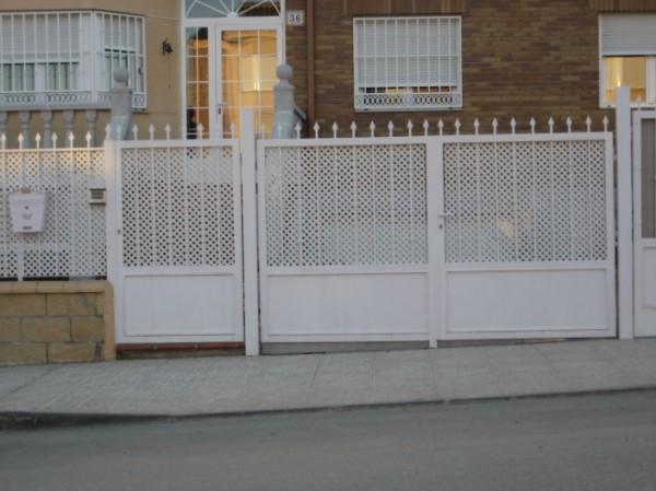 Puertas de chapa puerta de chapa perforada en dos hojas y - Puertas de chapa galvanizada precios ...