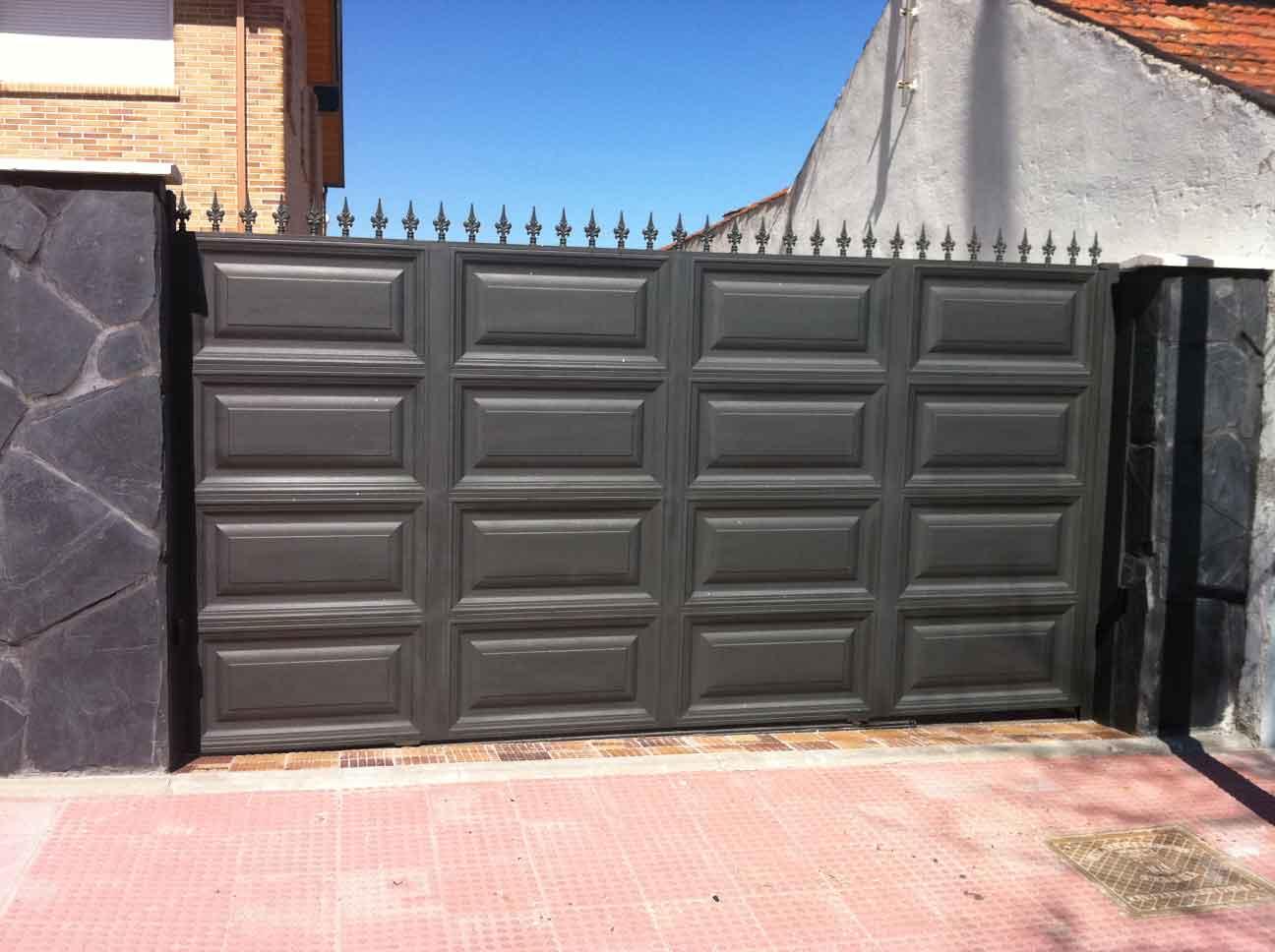 Diseno de puertas modernas de forja graffiti graffiti for Diseno de puertas