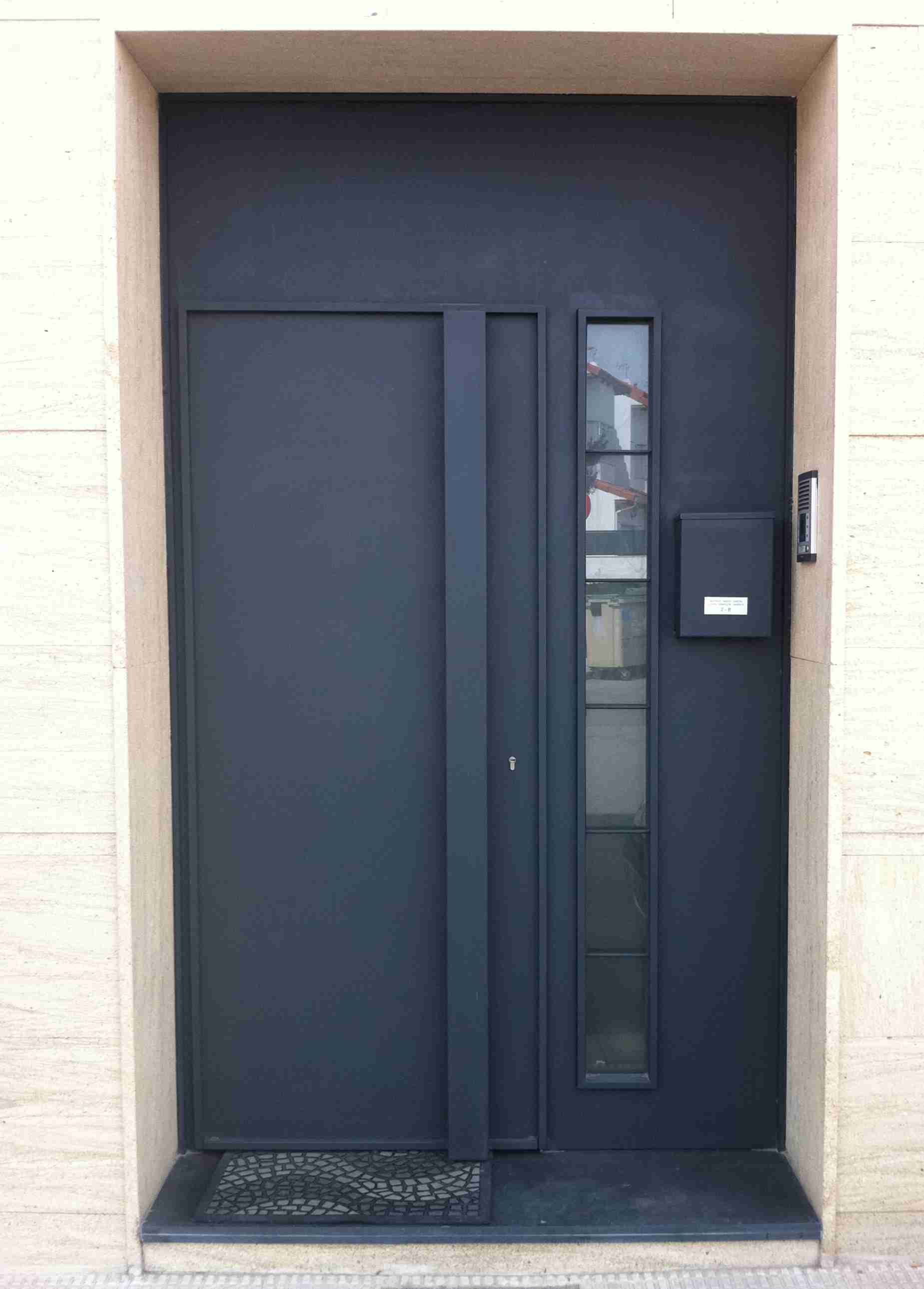 Puertas modernas puerta de entrada con estilo moderno y for Puertas metalicas modernas para exterior