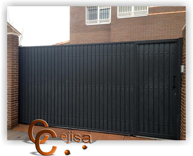 Puerta corredera y peatonal en la misma puerta modelo for Puertas de chapa para exterior