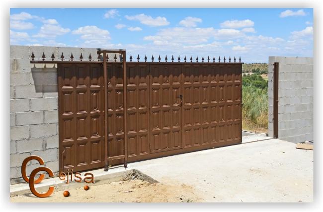 Puerta de cuarterones corredera con paso peatonal - Mejor pintura para hierro exterior ...