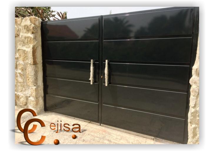 Puerta de doble hoja modelo chapa bandeja en negro - Puertas de aluminio doble hoja ...