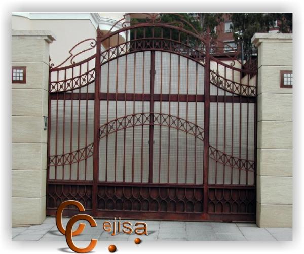 Puerta corredera en modelo forja y metacrilato for Modelos de puertas de forja