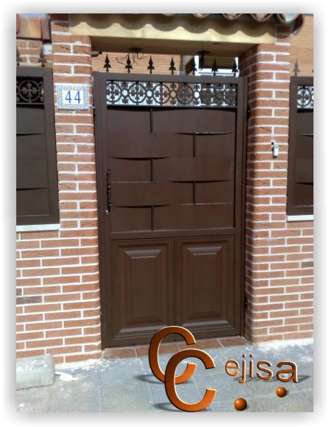 Puerta peatonal de hierro en modelo chapa entrelazada for Puertas de chapa para exterior
