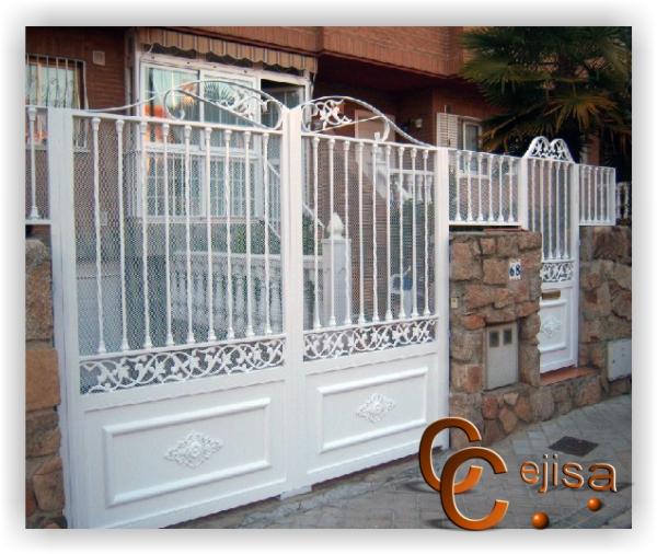 Puertas y vallas en hierro modelo moderno lacado en blanco - Puertas para vallas ...