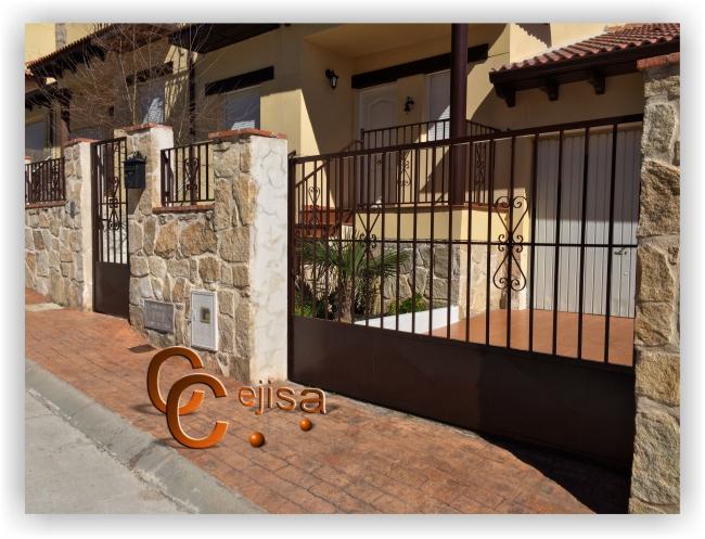 Puertas y vallas en modelo sencillo para fachada de parcela - Puertas para vallas ...