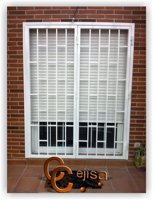 Reja o cancela abatible en dos hojas modelo ladrillo for Modelos de rejas de fierro para puertas